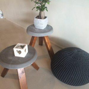 Krukje Beton met houten eiken poten
